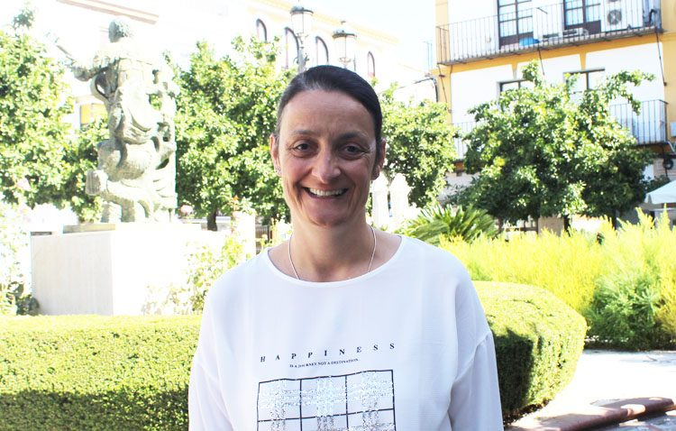 Auxiliadora Gómez, una utrerana en el área de oncología del hospital «Reina Sofía» de Córdoba