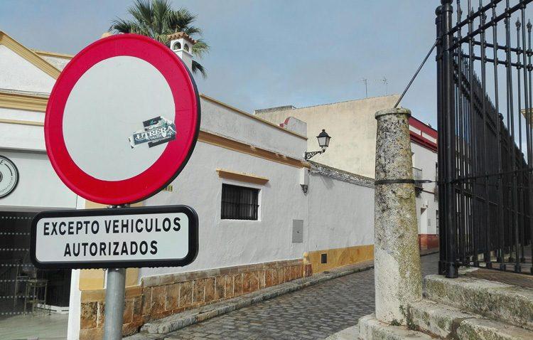 Una campaña de la Policía Local vigilará el cumplimiento de la peatonalización en el barrio de Santa María