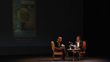 Javier Sierra ofrece en su visita a Utrera un repaso literario por los viajes a la Luna