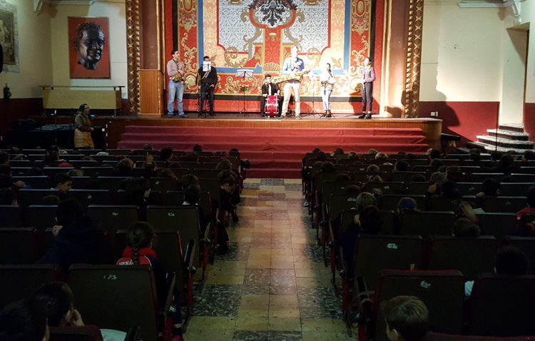 El colegio salesiano de Utrera se vuelva con la celebración del día de Santa Cecilia