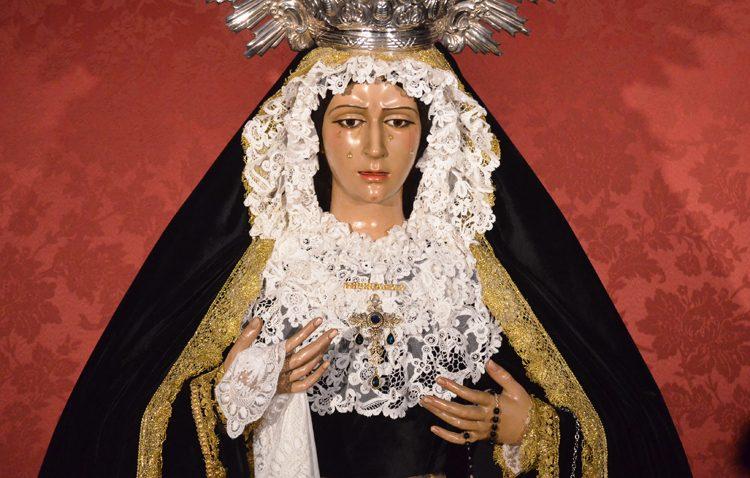 La Virgen de la Esperanza regresa a la parroquia de Santiago tras siete meses de restauración
