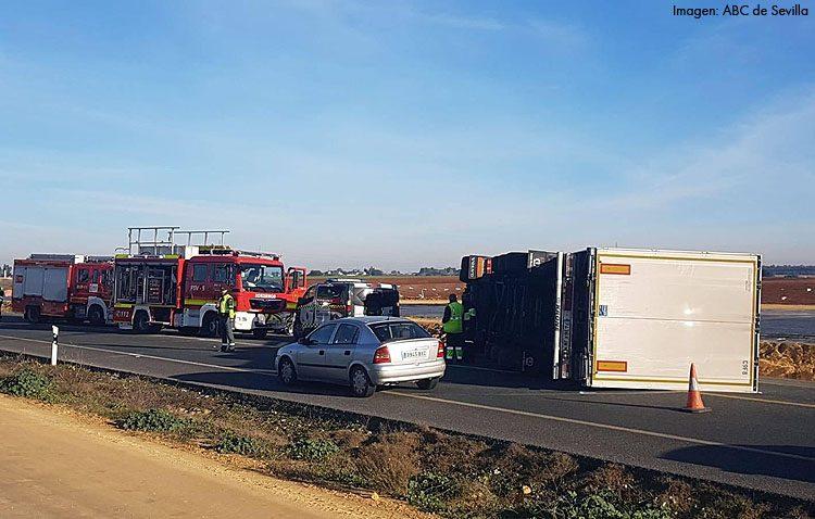 Fallece un utrerano tras el choque frontal de un coche y un camión en la N-IV