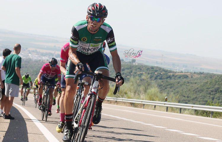El utrerano Raúl Nieto, todo un referente del ciclismo nacional en master 30