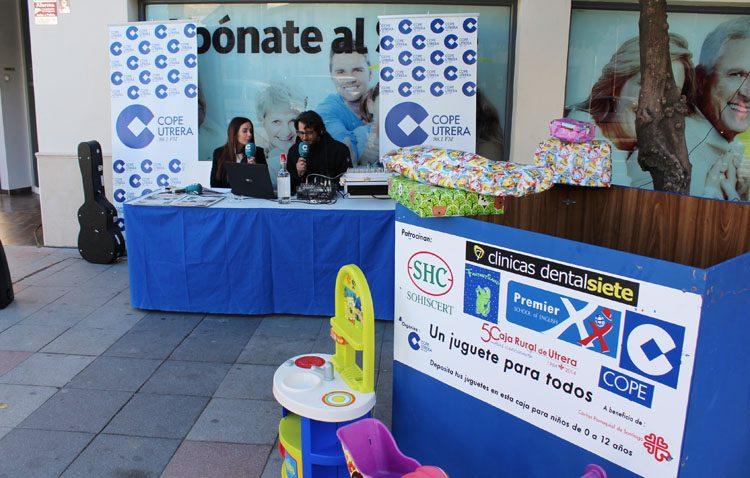 La magia de la radio llega a Clínicas Dental Siete con la campaña «Un juguete para todos» de COPE Utrera (IMÁGENES Y AUDIO)