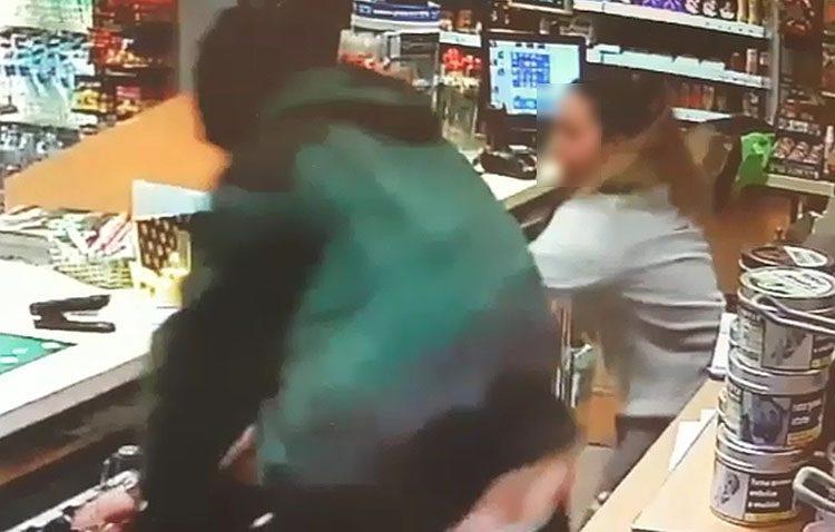 Detenido tras robar un coche y atracar una gasolinera en Utrera amenazando a las empleadas con un destornillador