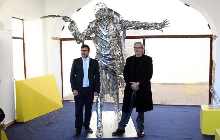 El Abate Marchena «regresa» a Utrera con un monumento de una tonelada de acero en la Casa Surga