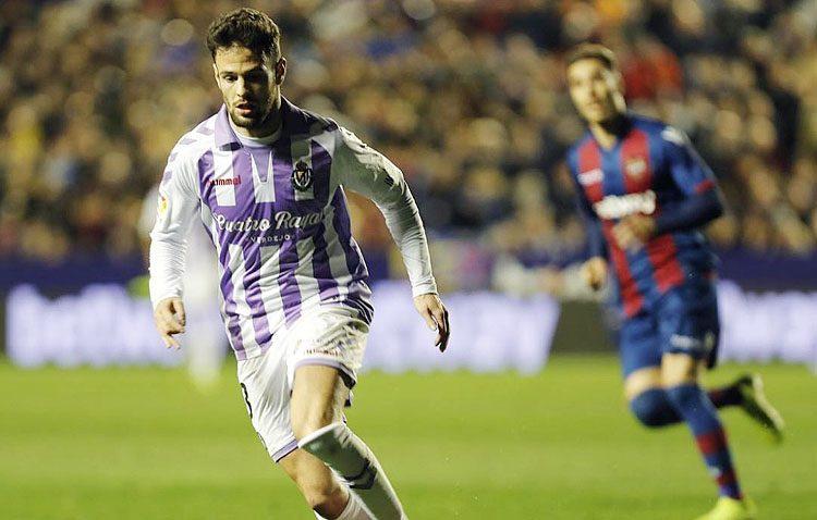 El futbolista utrerano Moisés Delgado debuta en Primera División con el Valladolid