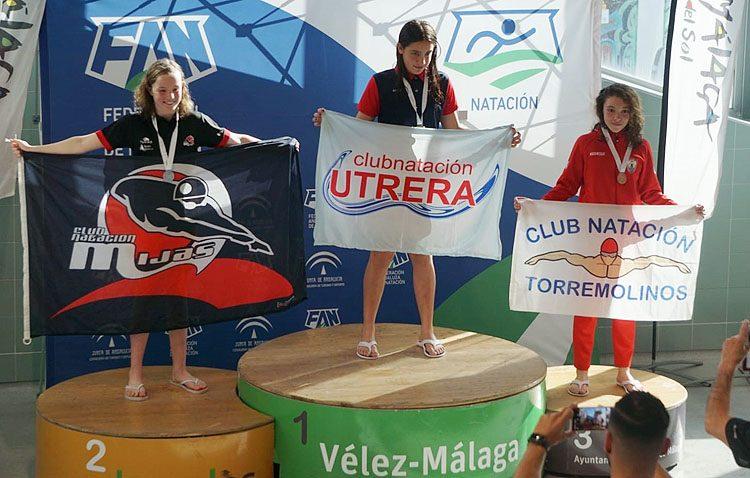 La utrerana Pilar Bohórquez, una de las mejores nadadoras del campeonato de Andalucía alevín de invierno