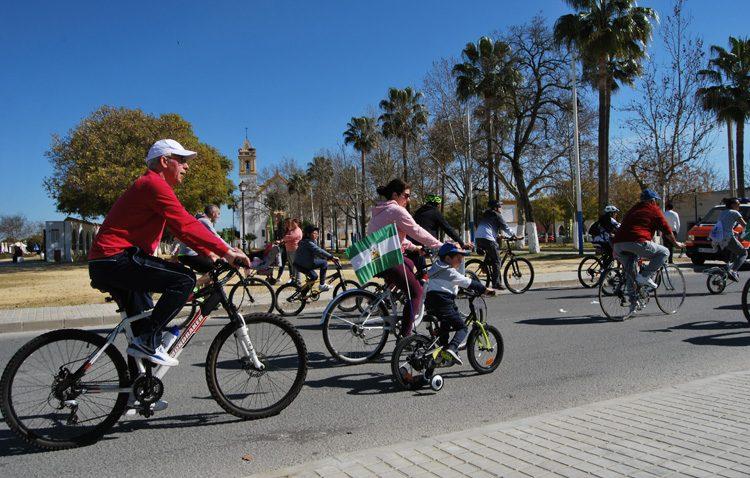 Más de 6.000 personas festejan en Utrera el Día de Andalucía con el tradicional paseo en bicicleta (GALERÍA Y VÍDEO)
