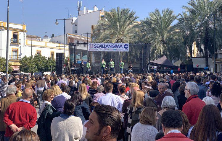 Casi 5.000 personas abarrotan la plaza del Altozano en la gala «Sevillanísima» (IMÁGENES Y VÍDEO)