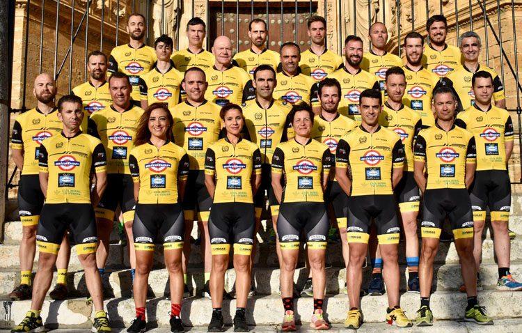 El equipo ciclista «Jip Carbono Team» presenta su nueva indumentaria