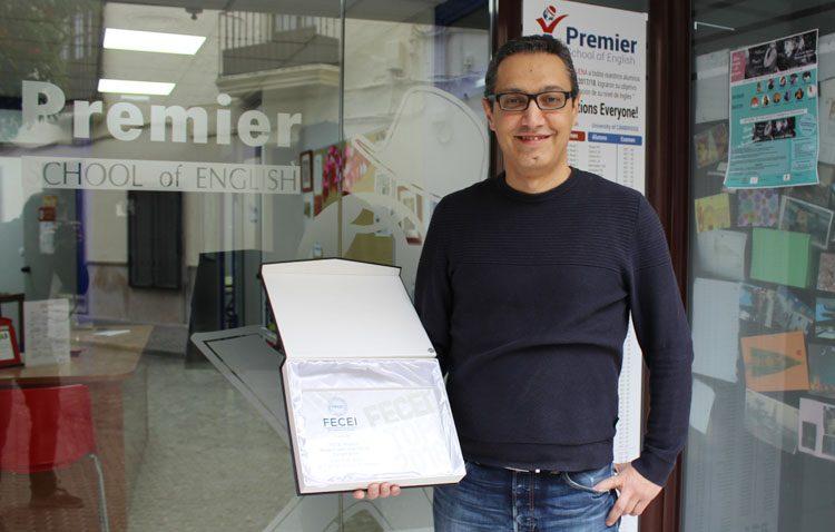 La escuela de idiomas utrerana «Premier School of English» recibe un premio por su campaña contra el acoso escolar