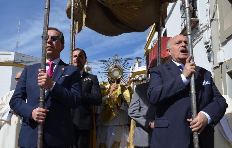 Dos procesiones eucarísticas conmemoran en Utrera la resurrección de Cristo