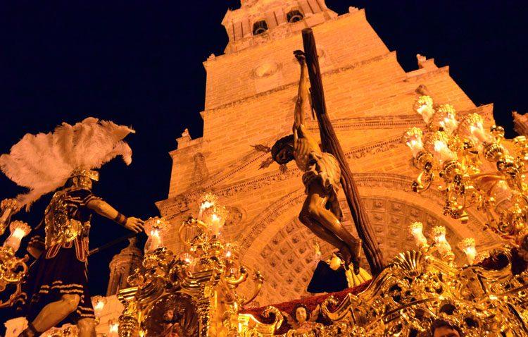 Aires salesianos para marcar el compás al Martes Santo en Utrera (GALERÍA Y AUDIO)