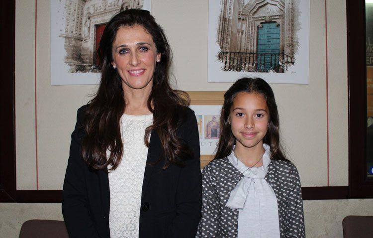 Madre e hija, unidas por las saetas en Utrera
