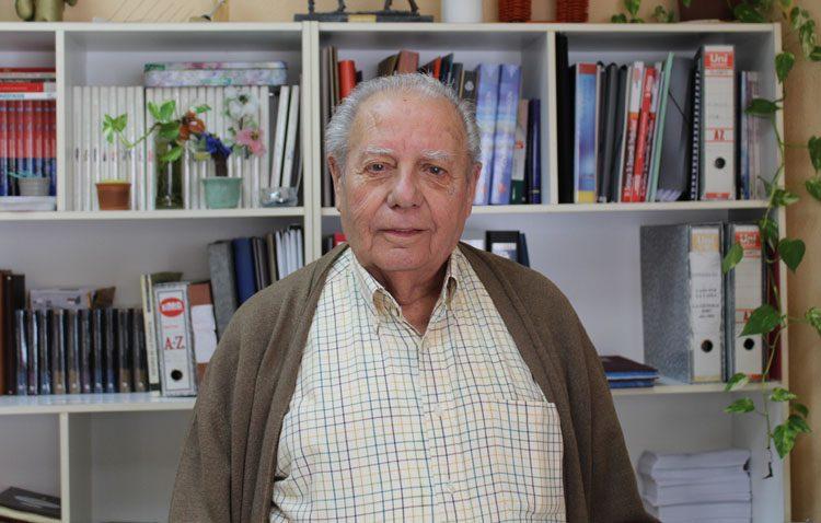 El utrerano Telmo Sánchez Moreno, casi tres décadas siendo el capataz de la Virgen de los Dolores