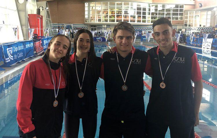 El Club Natación Utrera consigue una veintena de medallas en el «XII trofeo ciudad de Sanlúcar de Barrameda»