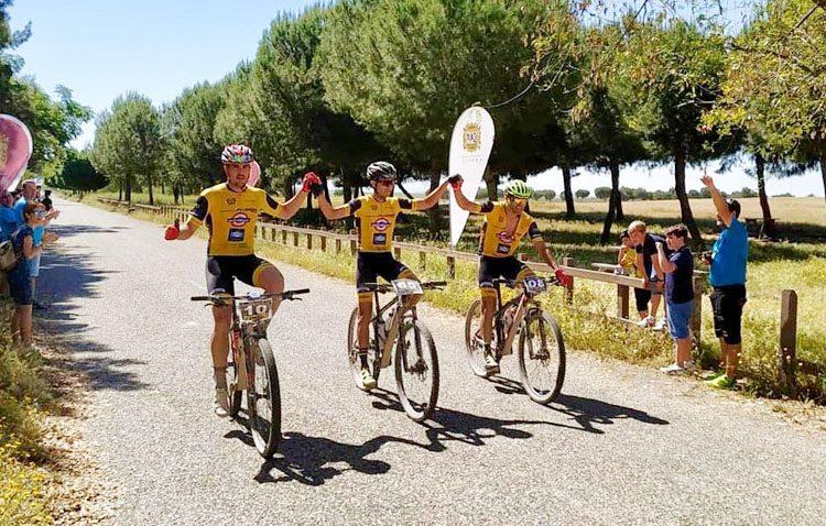 El club ciclista «Jip Carbono», medalla de bronce en la I media maratón Utrera – Torre de Águila