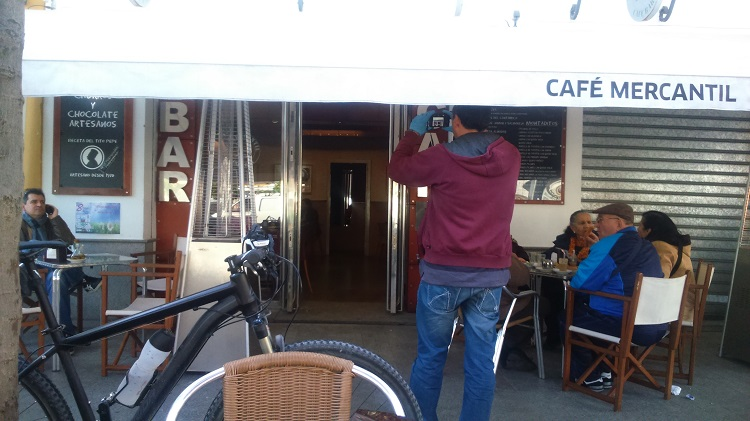 Asaltan un bar de la plaza del Altozano y roban cientos de euros de recaudación de la caja