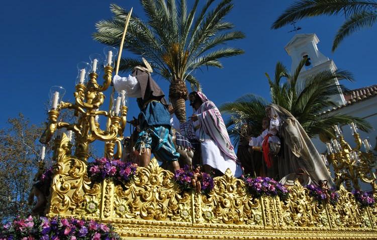 El problema endémico con los bares de copas empañó un glorioso Domingo de Ramos (GALERÍA)