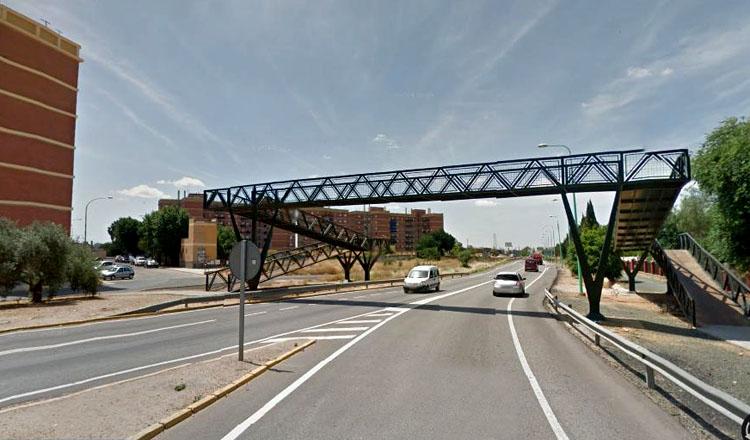 Adiós al puente peatonal de Los Militares, que será sustituidopor semáforos y un paso de peatones