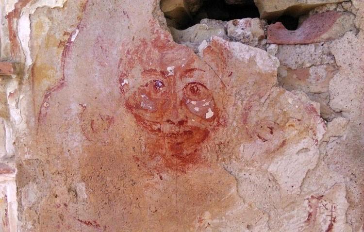 La Casa Surga continúa su rehabilitación con el descubrimiento de una pintura en su fachada