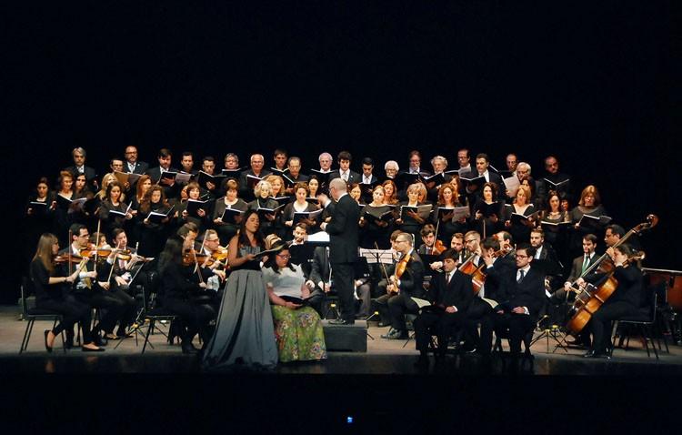 Espectacular interpretación del «Réquiem» de Mozart en el teatro