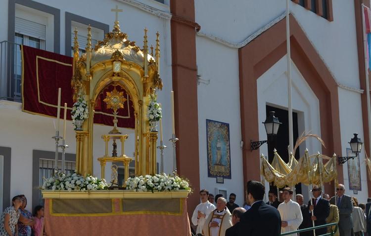 Caluroso comienzo del «Junio eucarístico» con la procesión de la parroquia de San José (GALERÍA)