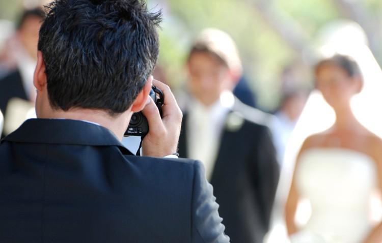 Detenido por robar a un fotógrafo de Utrera el material de trabajo en una boda