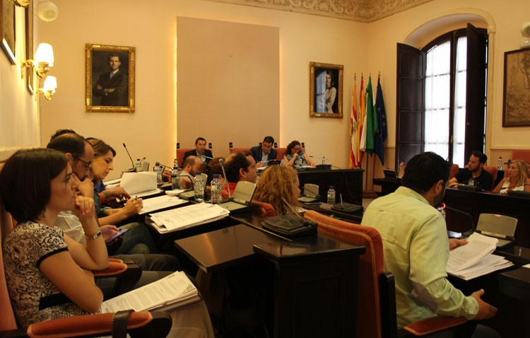 Un gobierno con trece liberados y sin sueldo para el alcalde