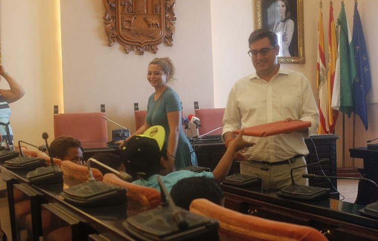Recepción oficial a los niños saharauis que pasan el verano en Utrera