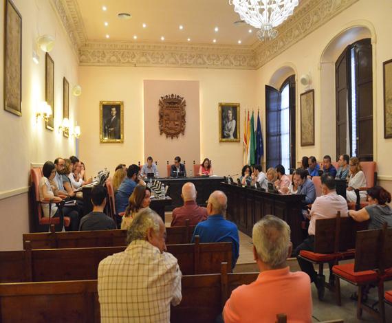 IU intenta justificar el incremento de 130.000 euros en sueldos del nuevo gobierno, según el PA