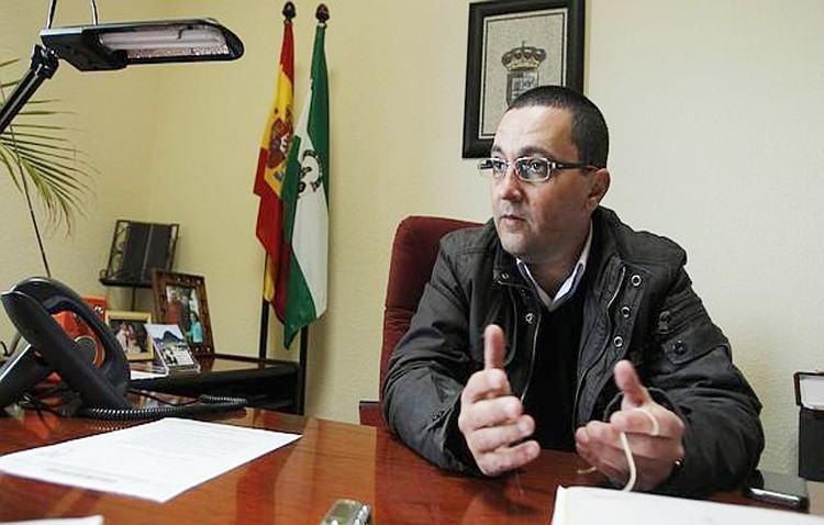 El comité de empresa del Ayuntamiento de El Coronil culpa al ex alcalde Jerónimo Guerrero (PSOE) de las nóminas atrasadas