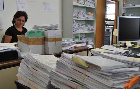 El Defensor del Pueblo pide medidas en los juzgados de Utrera para «equilibrar  la excesiva» carga de trabajo