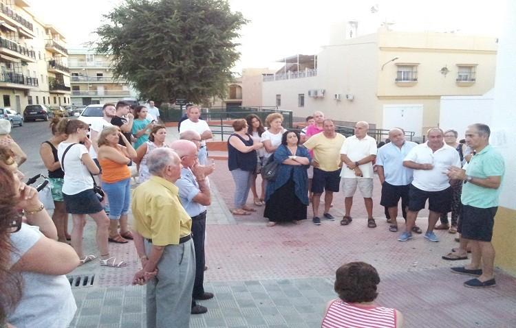 El equipo de gobierno «se niega» a colocar el césped artificial del San Juan Bosco en el campo de fútbol de San Joaquín, según los vecinos