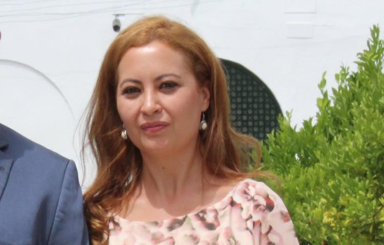 La delegada de Participación Ciudadana visita La Fontanilla y se compromete a una pronta solución de los problemas existentes