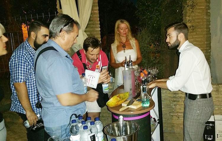 Un grupo de influyentes blogueros gastronómicos visita Utrera