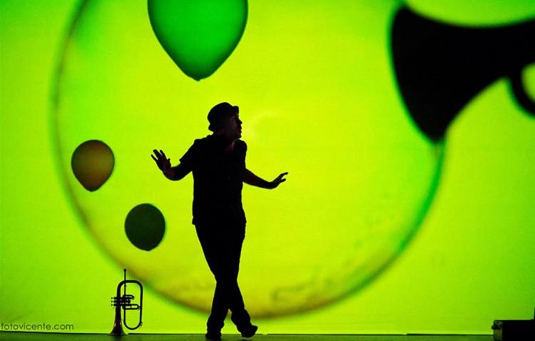 Danza, música y nuevas tecnologías para toda la familia con «Burbujas de papel»