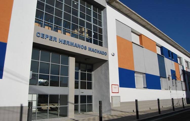 Abierto el plazo de matriculación de plazas vacantes en el centro de adultos