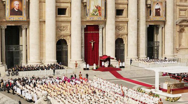 Autobús desde Utrera para acudir a Sevilla al triduo de acción de gracias por la canonización de Madre María de la Purísima