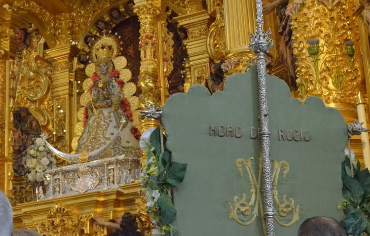 Utrera se postra ante la Virgen del Rocío (GALERÍA)