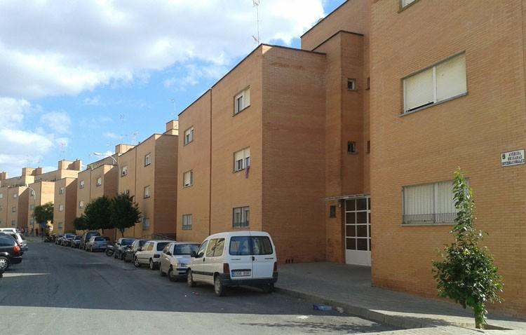 El Ayuntamiento compra las viviendas sociales de Brigadas Internacionales para solucionar el problema de titularidad