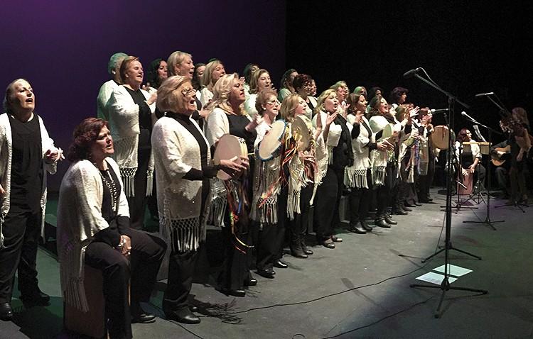 Encuentro navideño de coros de campanilleros de los centros de educación de adultos