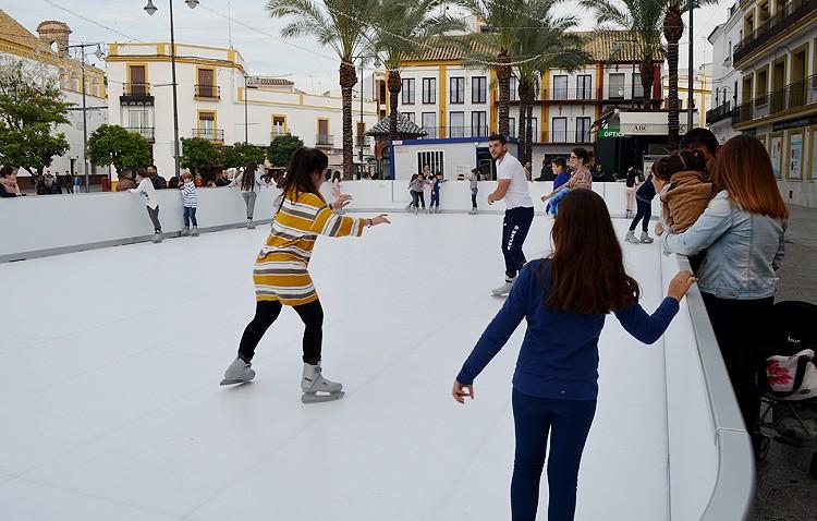 El gobierno local legaliza la pista de patinaje de la plaza del Altozano «una vez acabadas las fiestas»