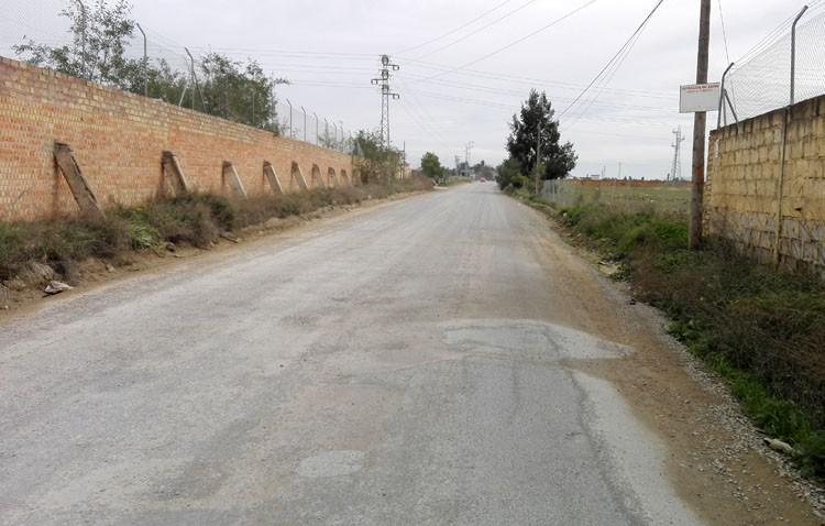 Asfaltar el tramo pendiente del camino de Utrera a Los Molares es ilegal, pese a la promesa del alcalde