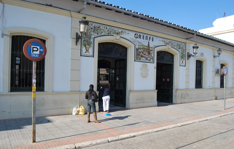 Utrera reclama a Renfe que todos los trenes a Cádiz paren en la ciudad