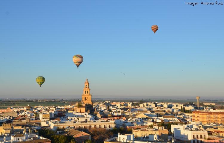 Unas vistas privilegiadas de Utrera a bordo de cinco globos (IMÁGENES)