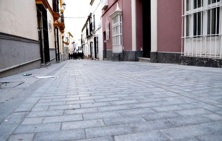 El gobierno local encarga ahora la compra de los adoquines de Menéndez Pelayo, cuya obra acabó hace más de un mes