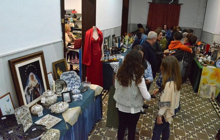 Solidaridad a precios módicos en la antigua biblioteca de Utrera
