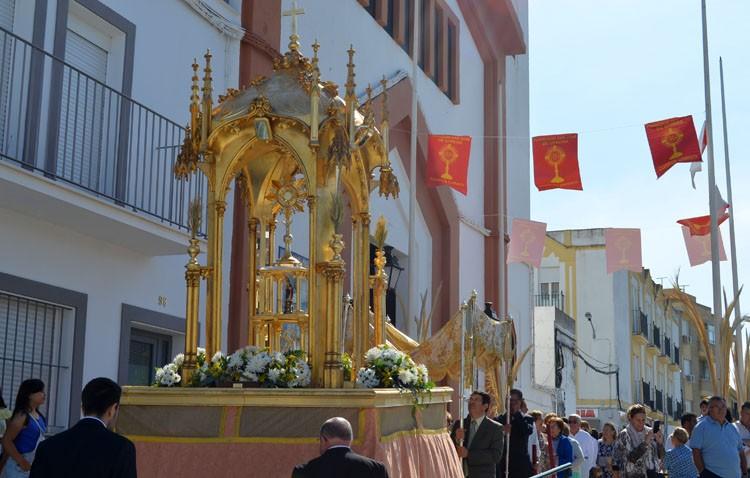 Las confirmaciones masivas condicionan la procesión eucarística de San José
